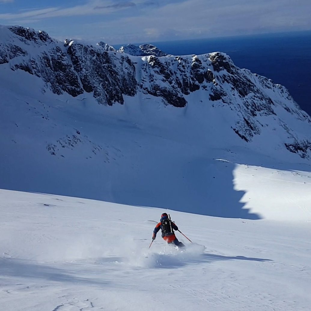 Skiing trip at lunch time (picture by Alvaro Robledano Perez)